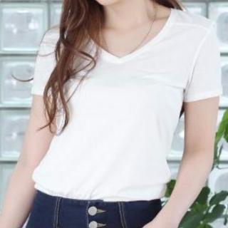 定番の白TシャツVネック