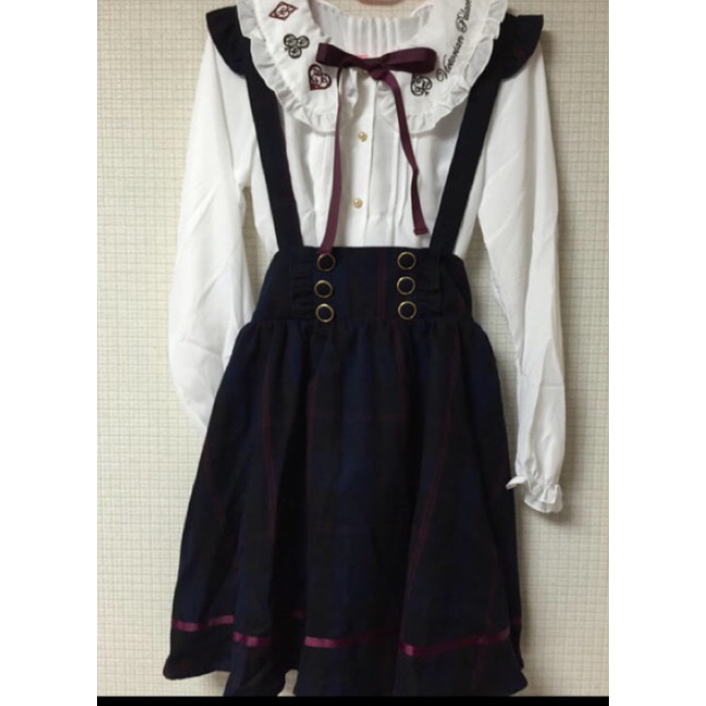 Amavelのひざ丈スカートの購入を考えています。