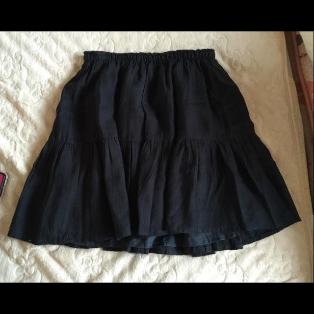 不明のひざ丈スカートを使った着回しを募集します。