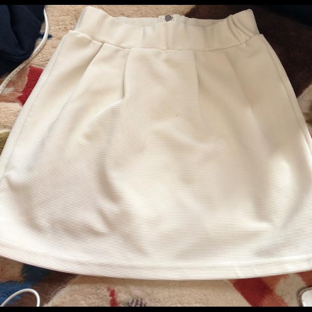 不明のミニスカートを使った着回しを募集します。