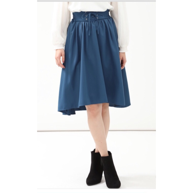 HONEYSのひざ丈スカートの購入を考えています。