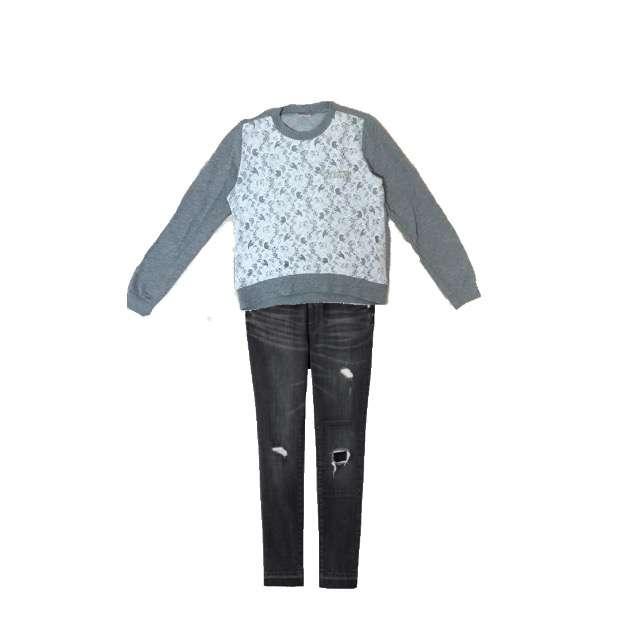 Tシャツ/カットソー、GUのデニムパンツ等を使ったコーデ画像