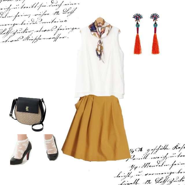 Tシャツ/カットソー、UNIQLOのひざ丈スカート等を使ったコーデ画像