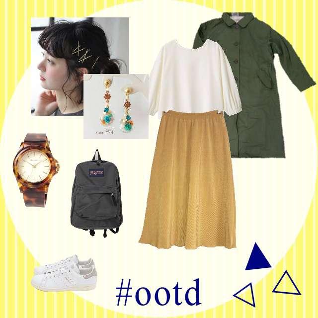 GUのTシャツ/カットソー、Lily Brownのプリーツスカート等を使ったコーデ画像