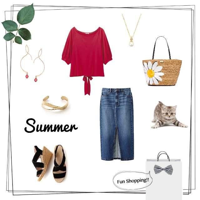 「シンプル、休日、お題、赤Tシャツ、バックリボン、大人可愛い、大人カジュアル」に関するGUのTシャツ/カットソー、GUのタイトスカート等を使ったコーデ画像