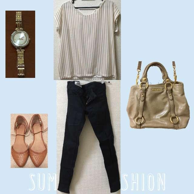 「シンプル、休日」に関するOPAQUEのTシャツ/カットソー、SLYのスキニーパンツ等を使ったコーデ画像