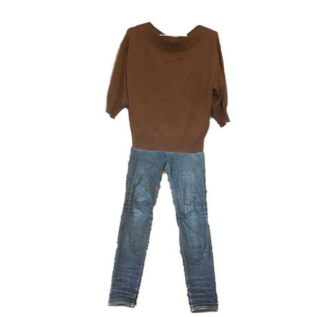 GUのニット/セーター、UNIQLOのデニムパンツ等を使ったコーデ画像