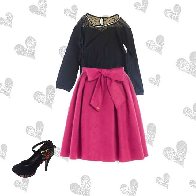 Tシャツ/カットソー、Noelaのひざ丈スカート等を使ったコーデ画像