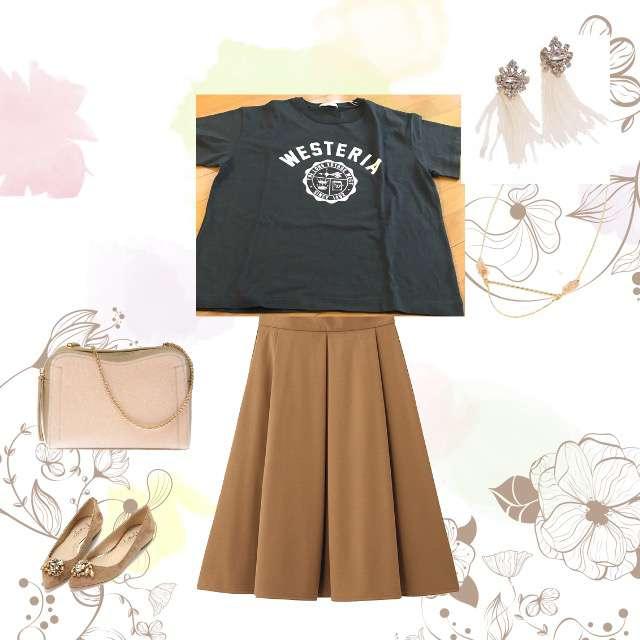 Tシャツ/カットソー、GUのひざ丈スカート等を使ったコーデ画像
