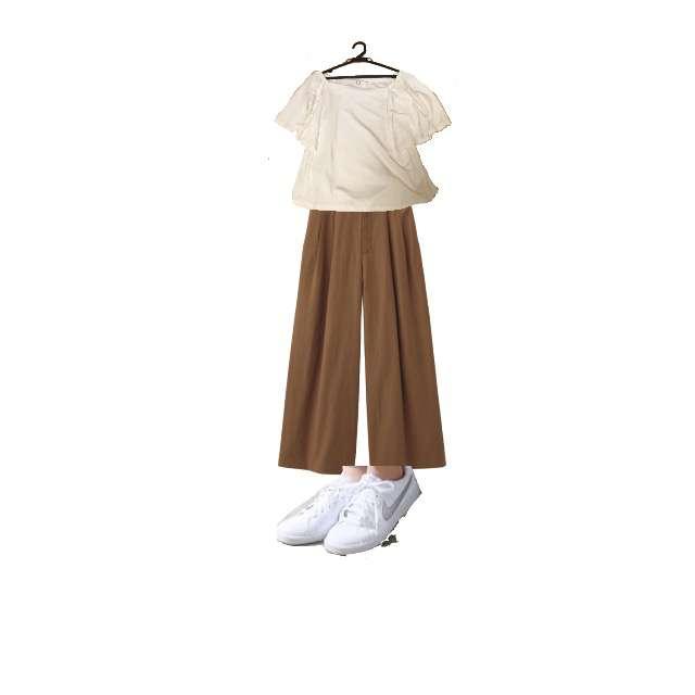 ROPE' PICNICのTシャツ/カットソー、GUのワイドパンツ等を使ったコーデ画像
