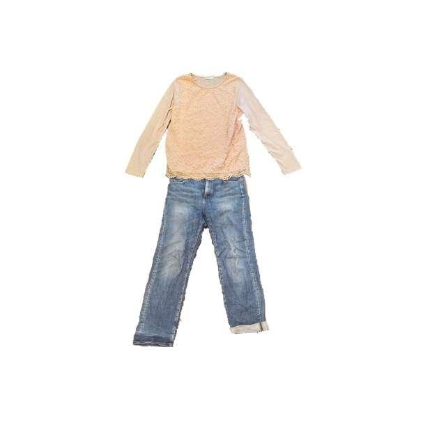 Tシャツ/カットソー、UNIQLOのデニムパンツ等を使ったコーデ画像