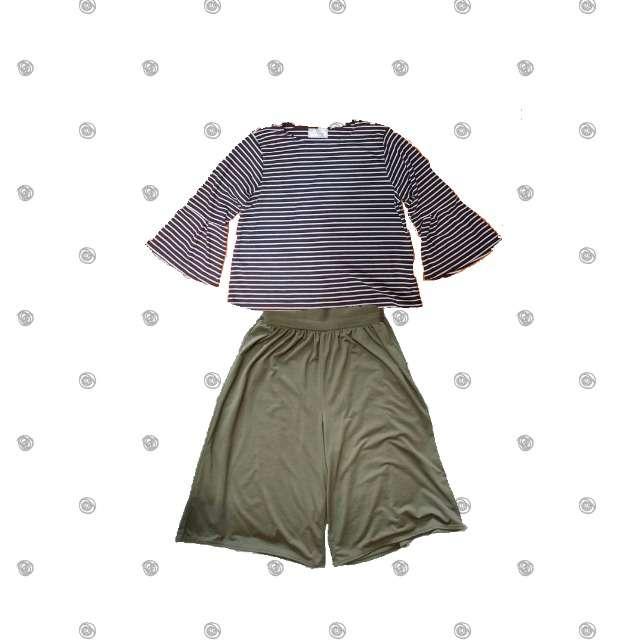 GALYGEのTシャツ/カットソー、RecHerieのガウチョパンツ等を使ったコーデ画像