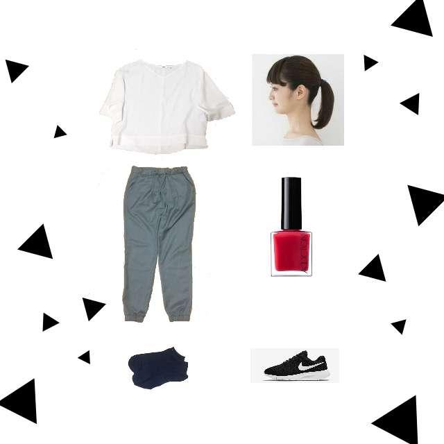 「シンプル、学校」に関するUNIQLOのTシャツ/カットソー、ジョガーパンツ等を使ったコーデ画像