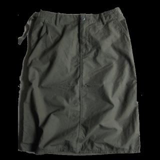 このコーデで使われているn100のひざ丈スカート[カーキ]