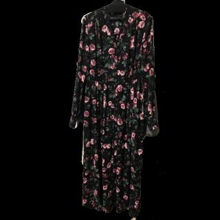 このコーデで使われているPinky&Dianneのシャツワンピ[ブラック/レッド/ピンク]