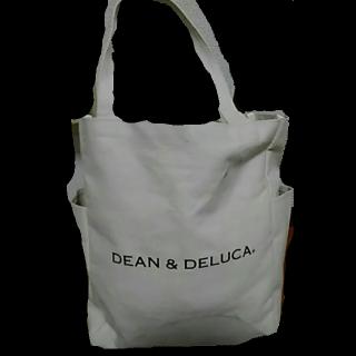 このコーデで使われているDEAN&DELUCAのトートバッグ[ホワイト/ブラック]