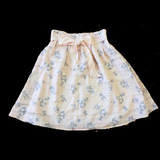 このコーデで使われているHONEYSのひざ丈スカート[ピンク]