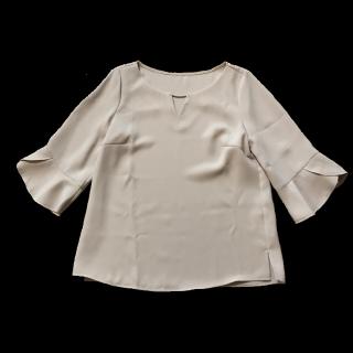 このコーデで使われているApuweiser-richeのシャツ/ブラウス[ベージュ/ホワイト]