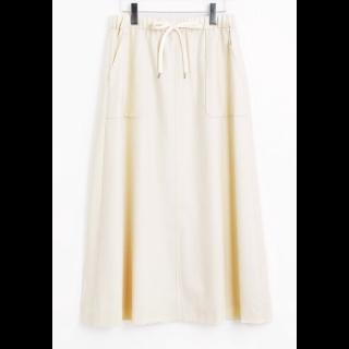 このコーデで使われているLA MARINE FRANCAISEのマキシ丈スカート[ホワイト]