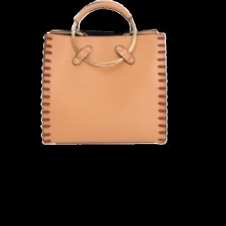 このコーデで使われているtitivateのハンドバッグ[キャメル]