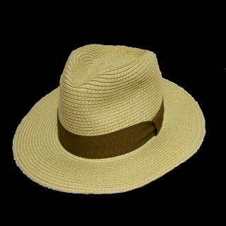 このコーデで使われているGUの帽子[ベージュ]