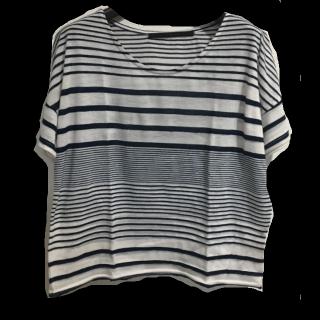 このコーデで使われているKBFのTシャツ/カットソー[ホワイト/ネイビー]