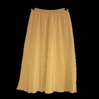 このコーデで使われているLily Brownのプリーツスカート[イエロー]