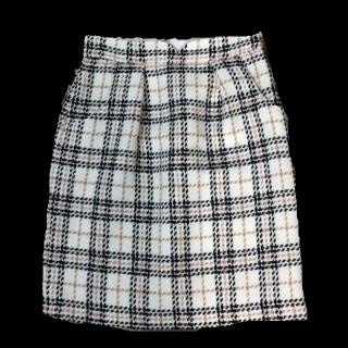 このコーデで使われているmischmaschのひざ丈スカート[ホワイト/ブラック/グレー]