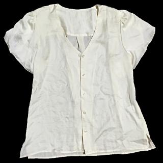 このコーデで使われているGUのシャツ/ブラウス[ホワイト/ベージュ]