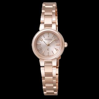 このコーデで使われているクロスシーの腕時計[ピンク/ゴールド]