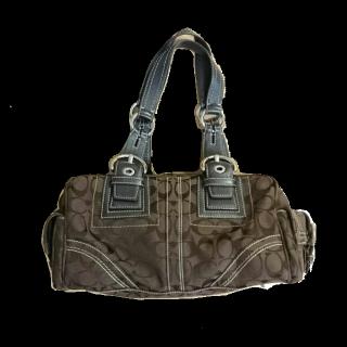 このコーデで使われているCOACHのハンドバッグ[ブラウン]