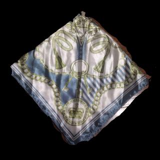 このコーデで使われているダイソーのスカーフ[ブルー/グリーン/ホワイト]