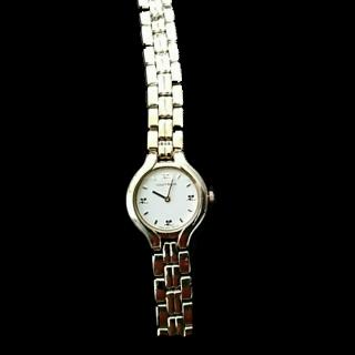 このコーデで使われているcourregesの腕時計[ゴールド]