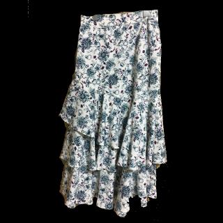 KBFプラスのミモレ丈スカート
