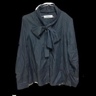 このコーデで使われているThe Virgniaのシャツ/ブラウス[ネイビー]