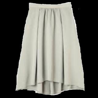 このコーデで使われているNATURAL BEAUTY BASICのミモレ丈スカート[グリーン]