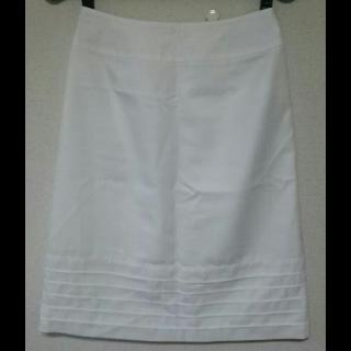 このコーデで使われているREMIXのひざ丈スカート[ホワイト]