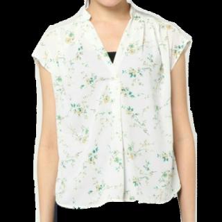 このコーデで使われているViSのシャツ/ブラウス[ホワイト]