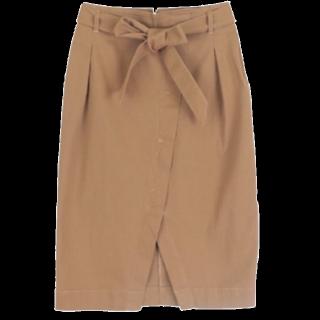 このコーデで使われているtitivateのタイトスカート[キャメル]