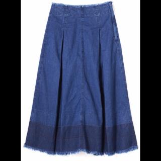 このコーデで使われているNATURAL BEAUTY BASICのデニムスカート[ブルー]