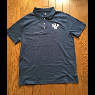 このコーデで使われているGAPのポロシャツ[ネイビー]