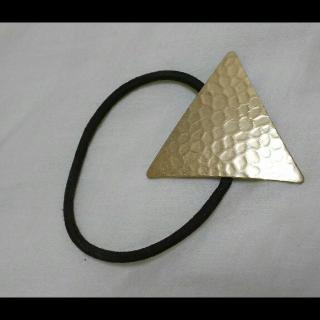 このコーデで使われているヘアアクセサリー[ブラック/ゴールド]