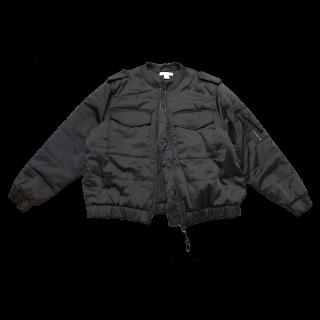 このコーデで使われているH&Mのミリタリージャケット[ブラック]