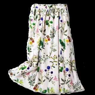 このコーデで使われているallurevilleのマキシ丈スカート[ホワイト/グリーン/その他]