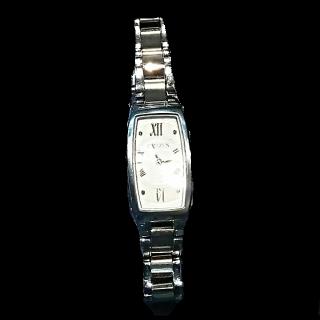 このコーデで使われているCITIZENの腕時計[シルバー]