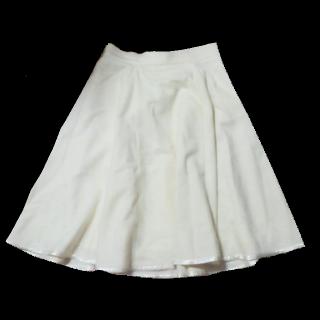 このコーデで使われているL'EST ROSEのひざ丈スカート[ホワイト]