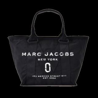 このコーデで使われているMARC JACOBSのトートバッグ[ブラック]