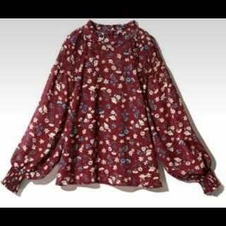 このコーデで使われているGRLのシャツ/ブラウス[レッド]