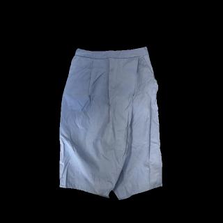 このコーデで使われているKBFのひざ丈スカート[ブルー]