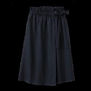 このコーデで使われているGUのスカート[ネイビー]
